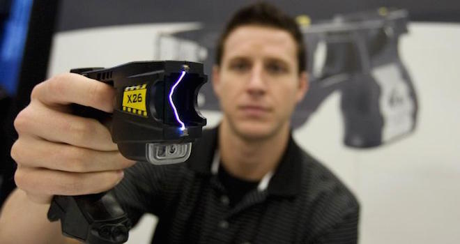 Taser elettrico come funziona in slow motion smartweek - Come funziona lo scaldabagno elettrico ...